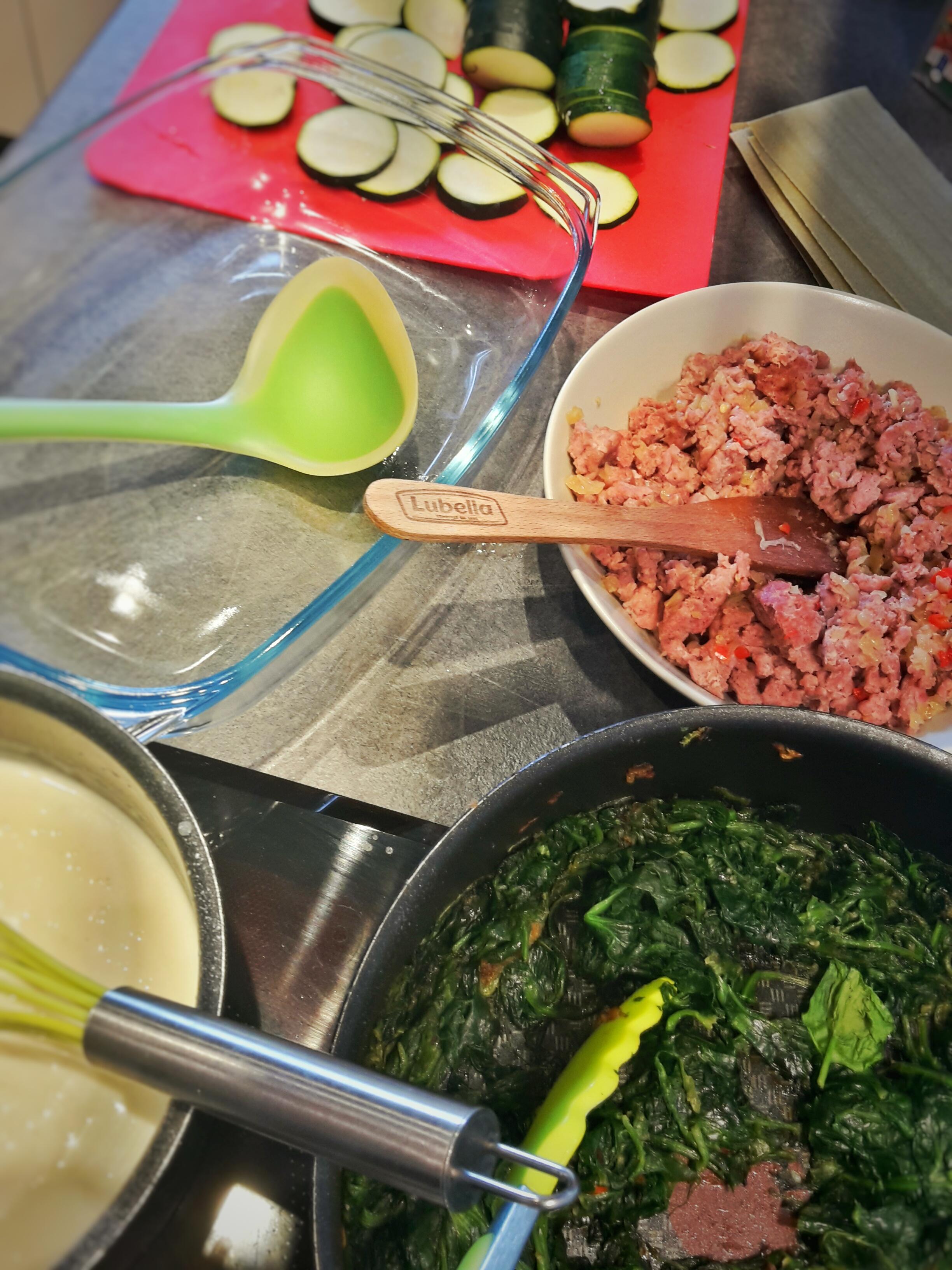 Zielona lasagna ze szpinakiem i cukinią