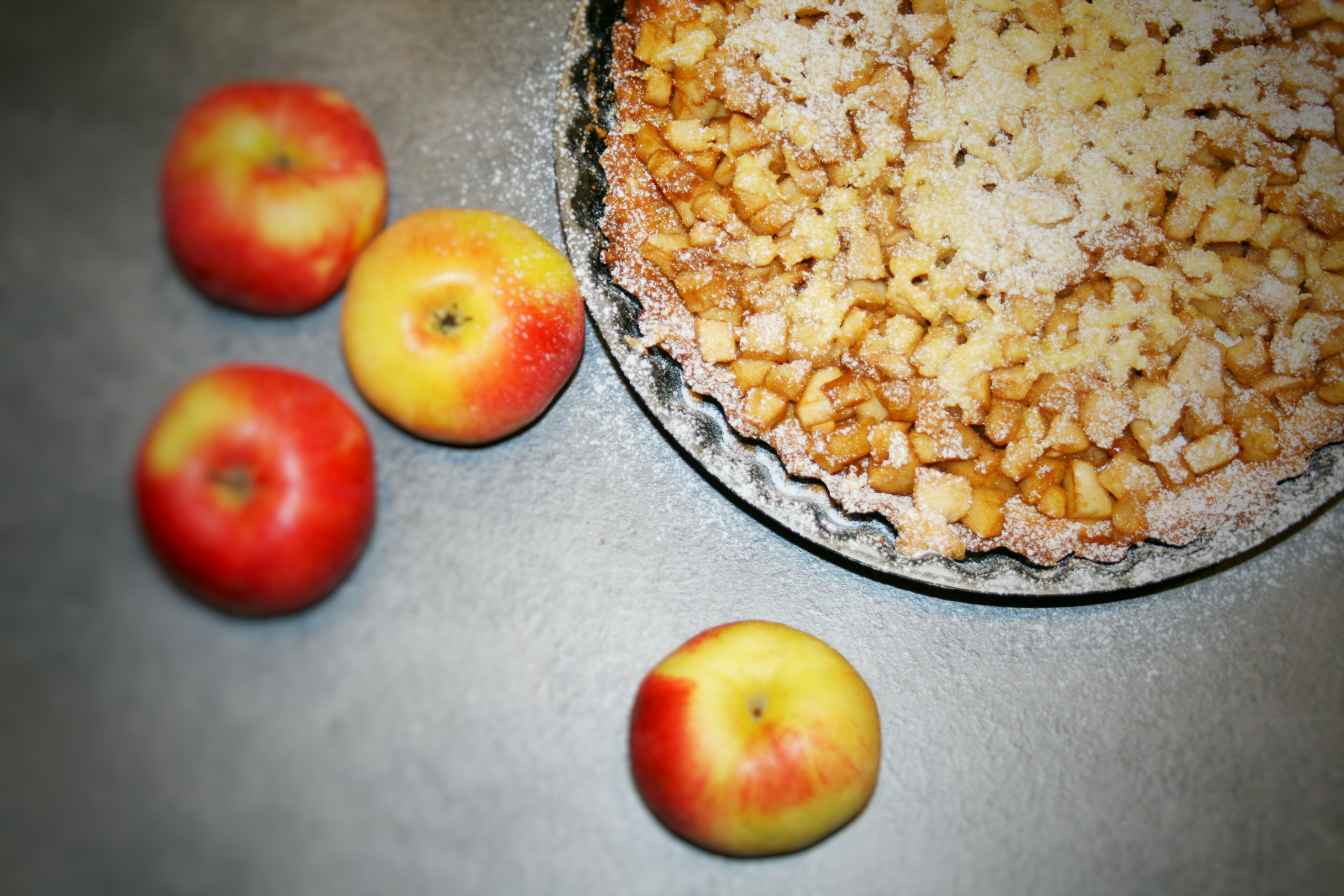 Tarta ze smażonymi w karmelu jabłkami
