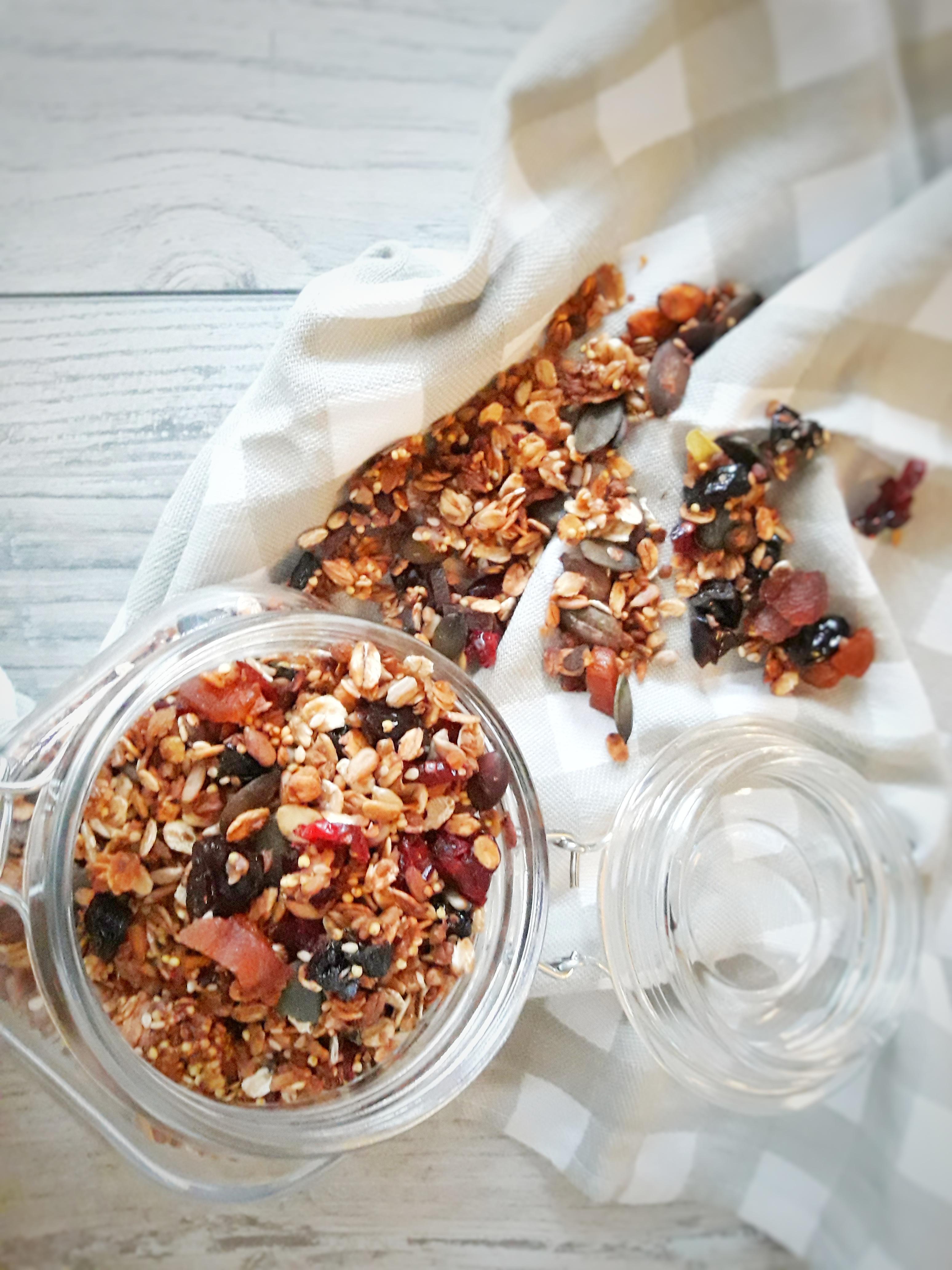 Złota gryczana granola z kaszą jaglaną