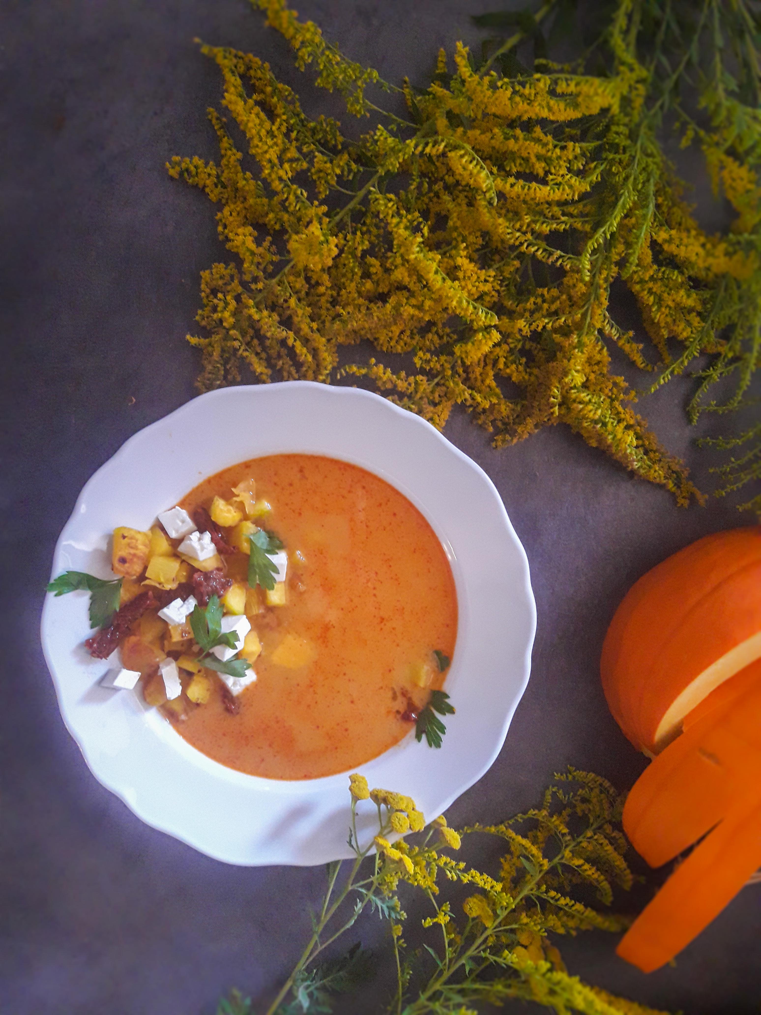 Pieczona zupa z pomidorami i dynią