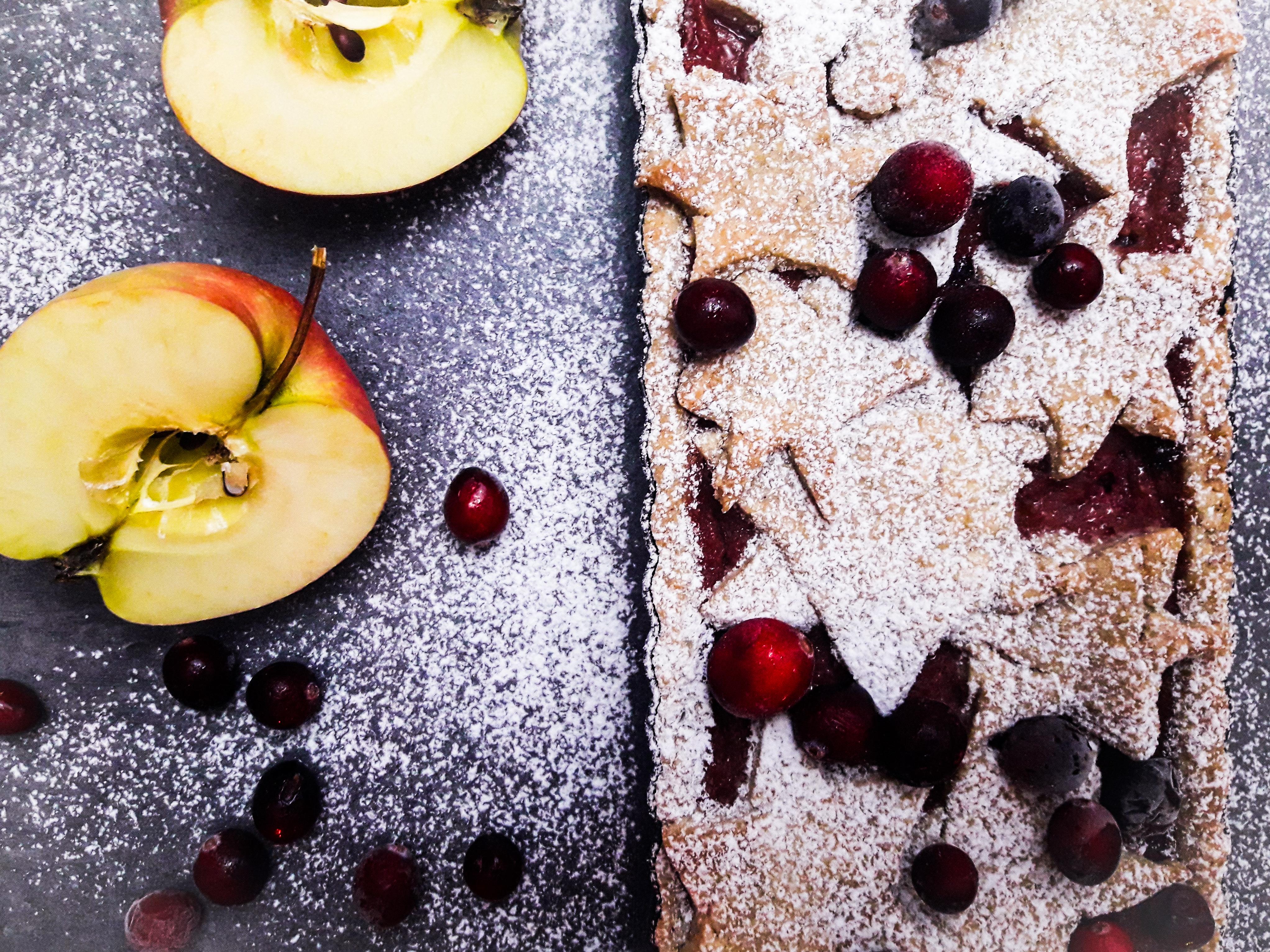 Świąteczna tarta jabłkowo żurawinowa