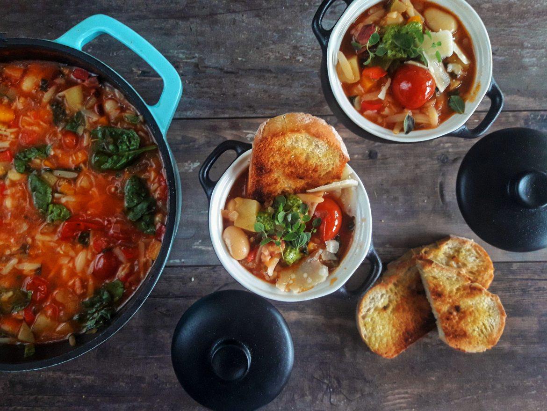 Domowa włoska zupa minestrone