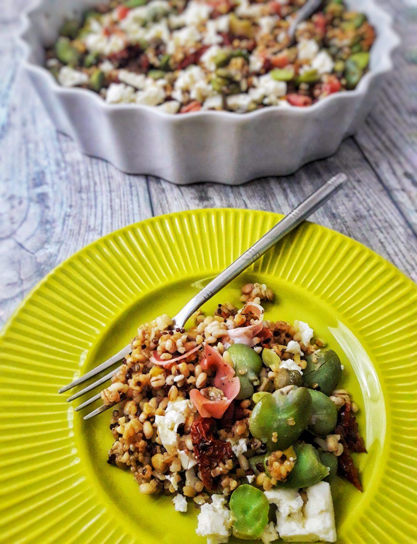 Zdrowa sałatka z kaszą bulgur i bobem